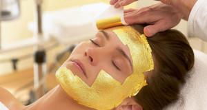 Złota maska na twarz